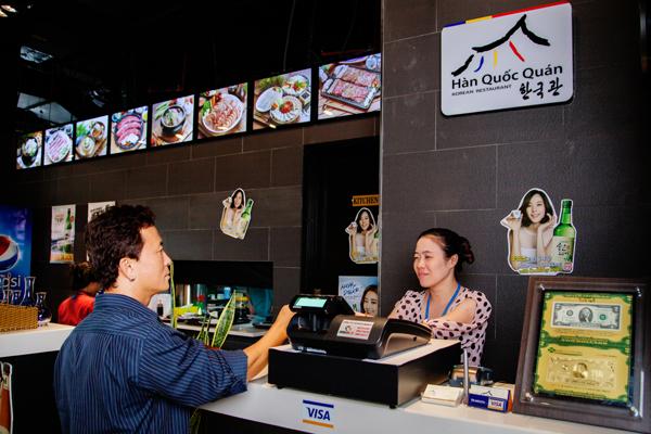 Sử dụng hóa đơn giấy gây ra nhiều bất cập cho nhà hàng cũng như khách hàng.